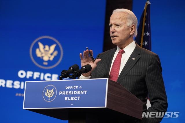 [윌밍턴=AP/뉴시스]조 바이든 미 대통령 당선인이 지난 19일 델라웨어주 윌밍턴의 더 퀸 극장에서 기자회견하고 있다. 2020.11.21.