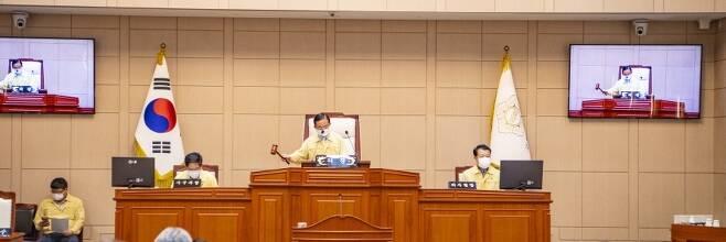 송영현 고흥군의장이 9월 11일 제291회 임시회 개회식에서 의사봉을 두드리고 있다. ⓒ고흥군의회