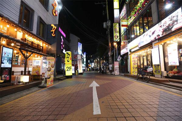 서울 홍익대 인근 거리가 한산한 모습을 보이고 있다. [이충우 기자]