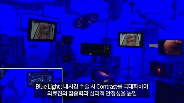 수술장 내 조명은 밝은 부분과 어두운 부분의 차이를 극대화 해 수술 의사의 집중력을 높이는 '블루라이트 시스템'을 도입했다./서울대병원 제공