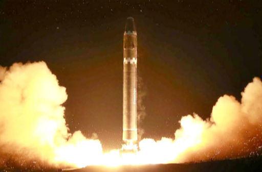 북한 ICBM 화성-15형이 2017년 11월 발사되고 있다. 세계일보 자료사진