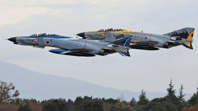 발진하는 일본항공자위대의 F-4EJK 팬텀기 [일본항공자위대 트위터 캡처. 재판매 및 DB 금지]