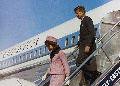 존 F. 케네디 대통령과 영부인 재클린 케네디.
