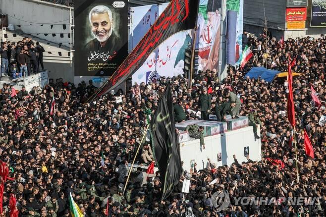 가셈 솔레이마니 장례식에 오열하는 이란 국민 수천명[UPI=연합뉴스 자료사진]