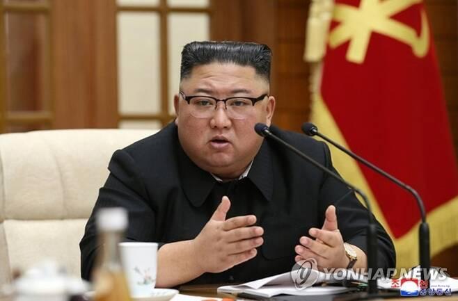 북한 김정은 위원장, 당 정치국 확대회의 주재 (서울=연합뉴스) 북한은 김정은 위원장 주재로 노동당 본부청사에서 노동당 정치국 확대회의를 열고 최근 경제운영 전반 실태를 비판하고 내년 1월로 예정된 제8차 당대회 준비를 논의했다고 조선중앙통신이 30일 보도했다. [조선중앙통신 홈페이지 캡처]      [국내에서만 사용가능. 재배포 금지. For Use Only in the Republic of Korea. No Redistribution] nkphoto@yna.co.kr