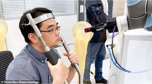대만의 코로나19 검체 채취 로봇(사진=브레인 내비 바이오테크놀로지)