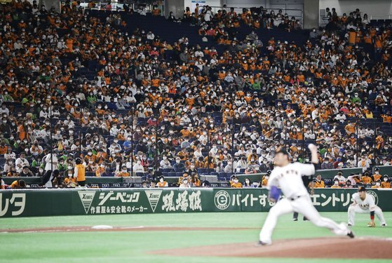 지난 11월 7일 코로나19 관중 실증실험이 벌어진 도쿄돔의 일본 프로야구 경기. [AFP=연합뉴스]