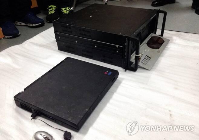 세월호에서 발견된 DVR과 노트북 [연합뉴스 자료사진]