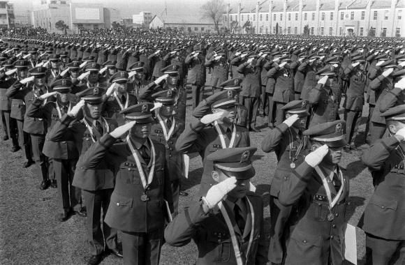 1972년 육군본부 광장에서 열린 ROTC 후보생 임관식 모습.서울신문 DB