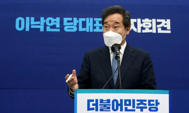 더불어민주당 이낙연 대표가 13일 국회에서 취임 100일을 맞아 기자회견을 하고 있다. 연합뉴스