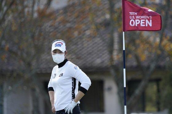 US여자오픈 1라운드 김아림의 모습. 김아림은 이번 대회 4라운드 내내 마스크를 착용했다. [AP=연합뉴스]