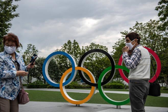 NHK 여론조사 결과 일본 국민의 절반 이상이 내년 도쿄올림픽을 중단하거나 연기해야 한다고 응답한 것으로 나타났다. /게티이미지코리아