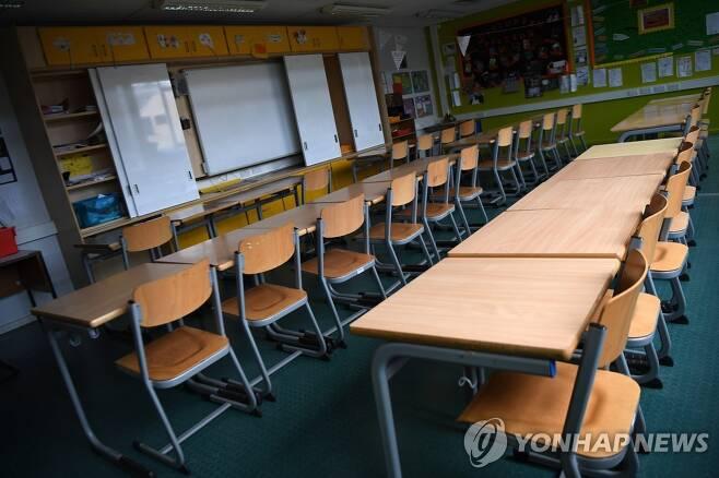 지난 8월 봉쇄조치 당시 문을 닫은 런던의 한 학교 내부 모습 [EPA=연합뉴스]