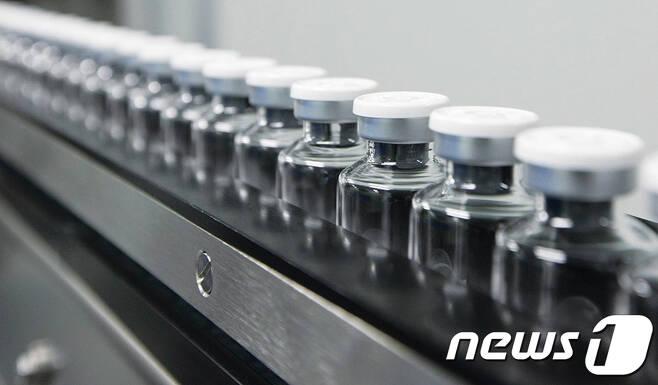 셀트리온이 개발한 '코로나19' 항체치료제 'CT-P59'가 서울아산병원 내 확진자에게 치료목적으로 처방될 수 있도록 식품의약품안전처로부터 지난 11일 승인받았다. (셀트리온 제공) 2020.12.15/뉴스1