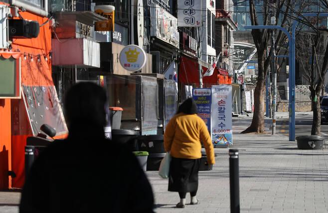 17일 서울 마포구 홍대거리 식당가 모습. 연합뉴스