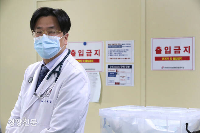 '바이러스 헌터' 이재갑. 권호욱 선임기자