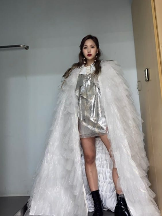 Group TWOce Mina boasted a snow queen-like force.On December 21, THE OFFICIAL INSTAGRAM POST OF MINA WITH THE CAPTION2020 MUSIC FESTIVAL.In the photo, Mina wore a silver mini one-piece and wore a colorful lace cape.  Mina, who looks at the camera with a faint glance, feels like a snow queen.  With a strong red-drip, Mina is also an allusive.Nuriman responded with Mina is a painting, Queen Mina, and Winter Cold Beauty.Mina participated in the 2020 KBS Music Festival on 18 June.  ON THE SAME DAY, TWOCE RELEASED ITS DIGITAL SINGLE CRY FOR ME VIA ITS SOUND SOURCE SITE.Photos | TWICE SNS