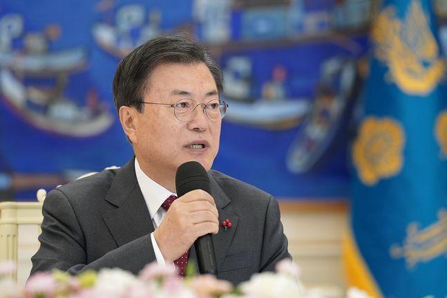 문재인 대통령이 22일 오전 청와대에서 열린 '5부 요인 초청 간담회'에서 발언하고 있다. ⓒ청와대