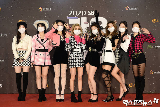 TWICE, who attended the SBS Gayo Daejeon in Deagu red carpet event, which was held in non-face-to-face with No spectors at Deagu on the afternoon of the 25th, has photo time.