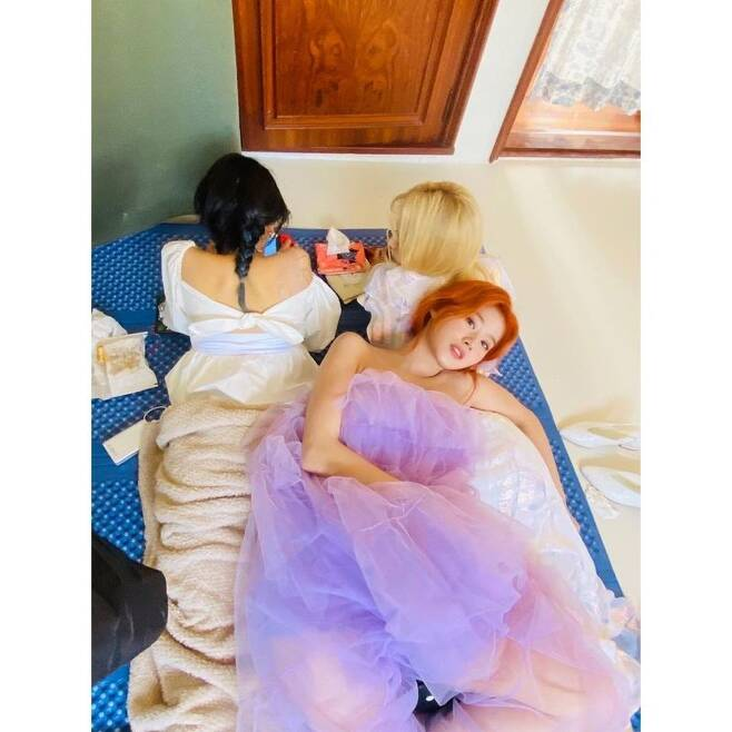 An undisclosed photo of TWICE Sana has been released.On December 29, TWICE official Instagram posted several photos with the article Happy Birthday, My Friend.The photo, which was released by Sana, is a photo taken by Sana, and it shows a selfie and a resting in the waiting room. Especially, TWICE fans admired the lovely Sana.Meanwhile, Sana was born on December 29, 1996, and is 25 years old this year