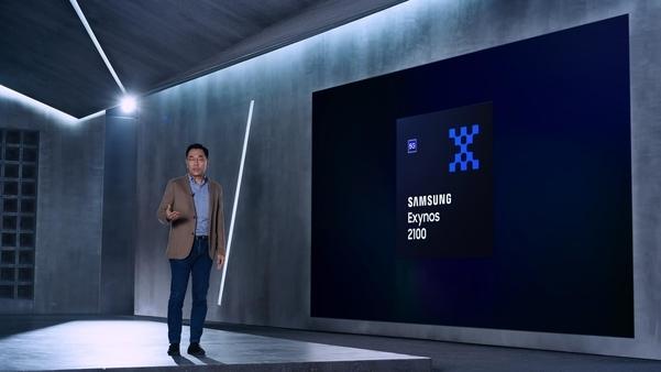 강인엽 삼성전자 시스템LSI 사업부장(사장)이 '엑시노스 2100'을 소개하고 있다./삼성전자 제공
