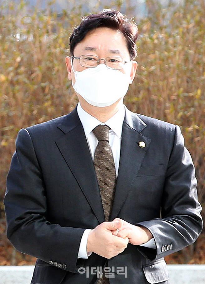 박범계 법무부 장관 후보자가 2020년 12월 31일 오후 서울 서초구 서울고등검찰청 청사에 마련된 인사청문회 준비 사무실로 출근하고 있다.(사진=이데일리 방인권 기자)