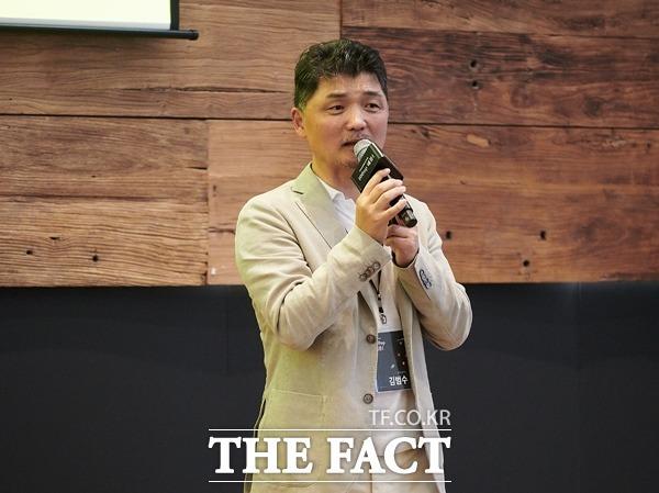 카카오가 기업의 디지털 책임(CDR)을 실천하기 위해 적극적으로 움직인다. 사진은 김범수 카카오 의장. /카카오 제공