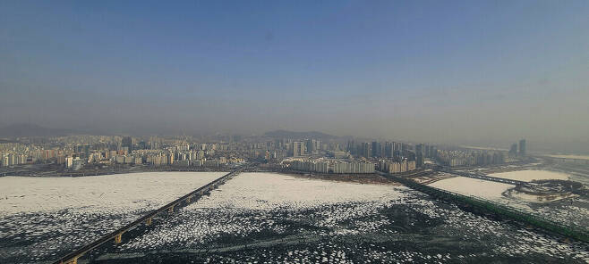 A thick cloud of ultrafine dust settles on Seoul on Jan. 13.