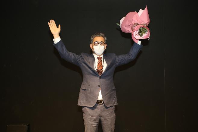제 21대 대한볼링협회장 선거에서 김길두 현 회장을 누르고 당선된 실업연맹 정석 회장. 대한볼링협회