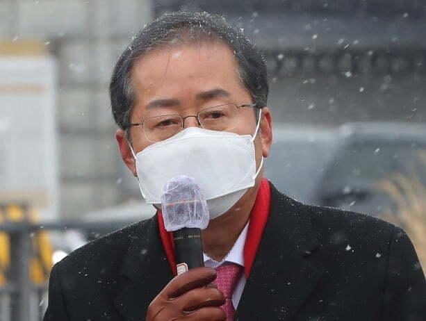 홍준표 무소속 의원이 이명박·박근혜 전 대통령의 사면론에 대해 자가당착이라면서 '석방'을 요구해야 한다고 주장했다. /사진=연합뉴스