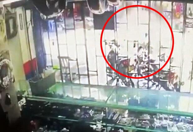 현지언론 엘 헤랄도는 12일(현지시간) 콜롬비아 최대 항구도시 바랑키야 시내에서 수류탄이 폭발해 미성년자 등 14명이 중상을 입었다고 보도했다.