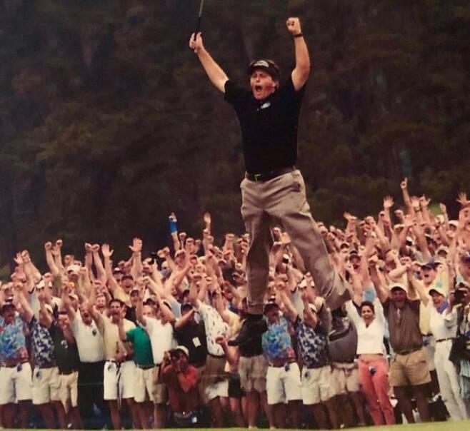 필 미컬슨이 1991년 1월 PGA 투어 노던 텔레콤 오픈에서 우승한 것을 마지막으로 30년 동안 PGA 투어 대회에서 우승한 아마추어는 나오지 않았다.미컬슨 인스타그램 캡처