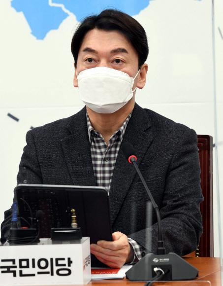 - 18일 국회에서 열린 국민의당 제69차 최고위원 회의에서 안철수 대표가 모두발언을 하고있다. 2021. 1. 18 김명국 선임기자 daunso@seoul.co.kr