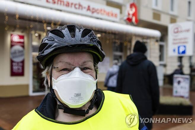 FFP2마스크 착용한 독일 시민[DPA, AP=연합뉴스]