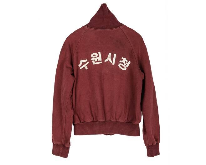 영화 '괴물'에서 배두나가 입었던 추리닝. /한국영상자료원