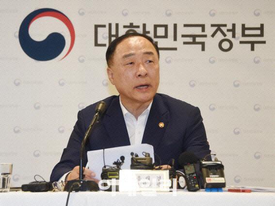 홍남기 경제부총리 겸 기획재정부 장관. [사진=기획재정부]