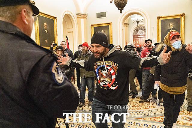 미국 국회의사당에 난입한 트럼프 시위대 일부가 도널드 트럼프 전 미국 대통령의 지시를 받았다고 주장하고 있다. /워싱턴=AP.뉴시스