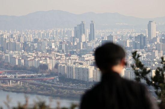 서울 매봉산에서 바라본 송파, 강남 일대 아파트의 모습 <사진=연합뉴스>