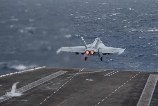 미국 루스벨트 항공모함에서 전투기가 출격하고 있다. 미해군 홈페이지 캡처