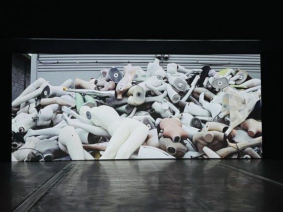 '2020 올해의 작가상' 후보인 정윤석 작가의 다큐멘터리 '내일'의 한 장면. [사진 이은주]