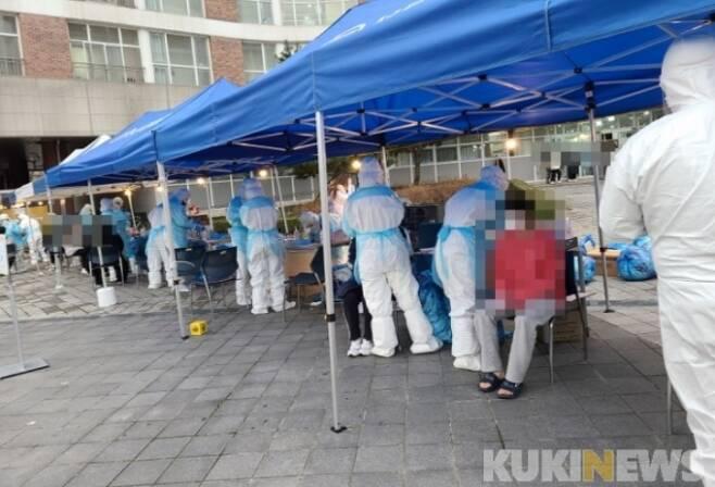 코로나19 선별진료소 방역활동 모습.