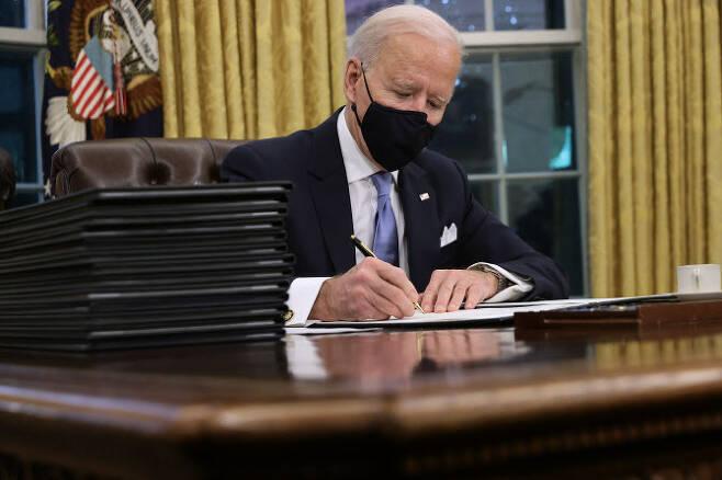 조 바이든 미국 대통령이 이번주 '바이 아메리칸' 행정명령에 서명한다(사진=AFP)