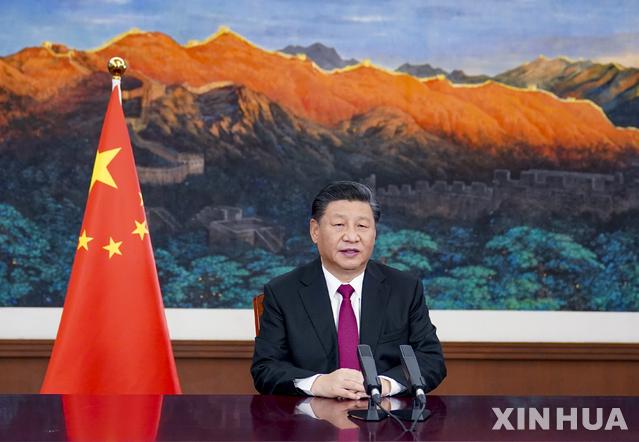[베이징=신화/뉴시스]시진핑 중국 국가주석이 25일 화상으로 열린 세계경제포럼(WEF·다보스 포럼) '다보스 의제' 회의 특별연설을 통해 다자주의 실천을 강조하고 있다. 2021.1.25.