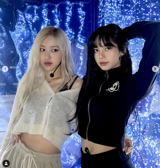 Group BLACKPINK Rosé has revealed she is close friends with Lisa Bonnet.Rosé told his SNS on the 27th, When does the show open in your city?(What time will The Show Be on your city) 1/31 with the post.In the photo, Rosé and Lisa Bonnet pose in a friendly pose at the shooting scene.The cute look of Rosé and Lisa Bonnet, who have a lively look, is cute.Rosé will unveil his Solo song at BLACKPINKs LIVESTREAM CONCERT held on the 31st.Already, Rosés Solo song teaser video has been released and has received much attention.