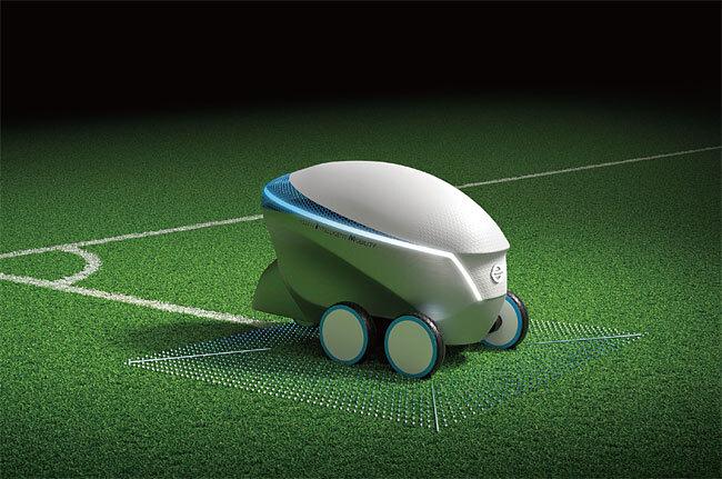 닛산이 2018년 선보인 자율주행 로봇 '피치 R(Pitch-R)'은 축구장에 선을 그린다. 사진 닛산