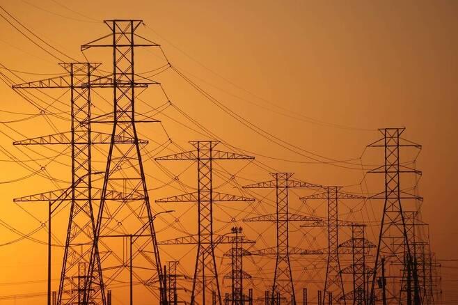 미국 텍사스주 휴스턴에서 21일(현지시각) 촬영한 고압 송전탑. 휴스턴/AFP 연합뉴스