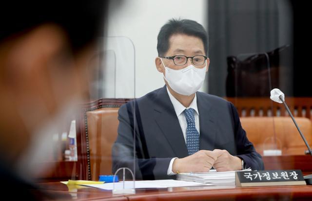 박지원 국가정보원장이 22일 국회에서 열린 정보위원회 전체회의에 출석하고 있다. 연합뉴스