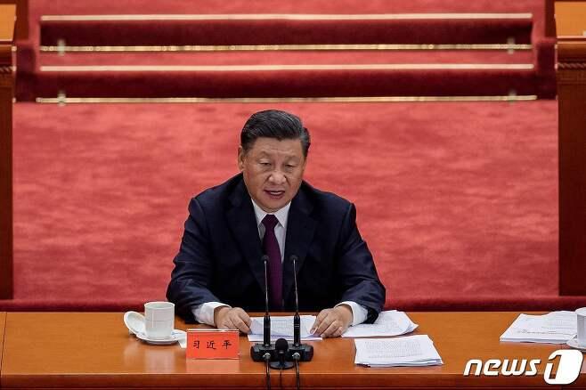 시진핑 중국 국가주석이 8일 (현지시간) 베이징의 인민대회당에서 열린 코로나19 방역 공로자 표창대회에 참석해 연설을 하고 있다. © AFP=뉴스1 © News1 우동명 기자