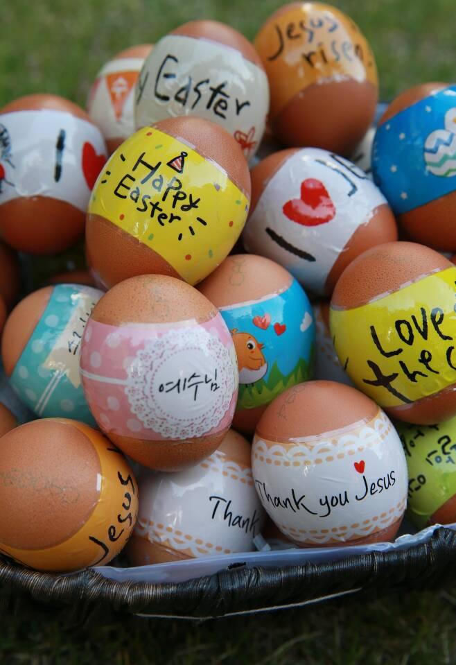 부활절 달걀. 40여일간 절제와 금욕의 사순기간을 거쳐 맞는 부활을 기념하기 위해 천주교, 개신교는 달걀을 선물한다. /이태경 기자