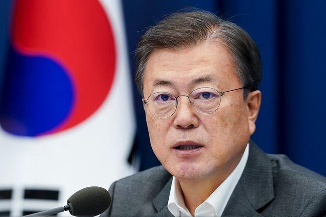 문재인 대통령이 22일 오후 청와대 여민관에서 수석·보좌관회의를 주재하고 있다. ⓒ청와대